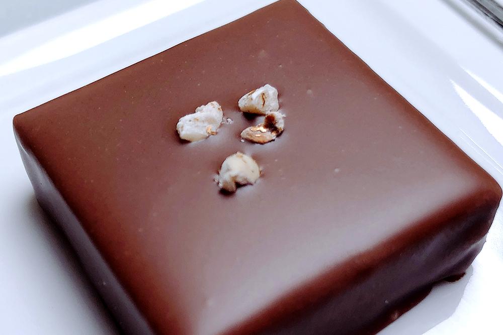 お取り寄せ GATEAU FESTA HARADA ガトーフェスタハラダ 群馬スイーツ 群馬みやげ ショコラ ショコラ・デ・ロワ ボンボン チョコレート 期間限定 ヘーゼルナッツ ホワイトデー 限定